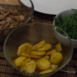 Kip, aardappels en habricot verts