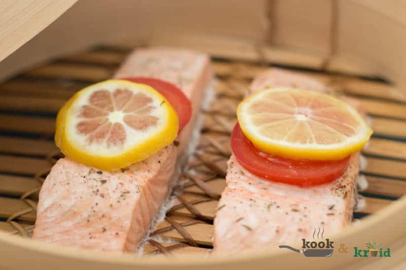 zalm stomen met tomaat, dille en citroen